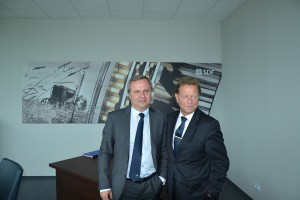 Dyrektor generalny SDF Polska Robert Brzozowski w towarzystwie dyrektora handlowego na rynki Europy Rainera Morgensterna