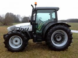 Na 24-calowych kołach z przodu i 34-calowych z tyłu traktor prezentuje się dość masywnie. Jednak nieduży rozstaw osi (222-238 mm) i masa (3700-4050 kg) nie dają mu zbyt dużych możliwości uciągowych