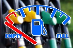 """Ceny paliw wciąż rosną, bo płacimy """"premię strachu"""""""