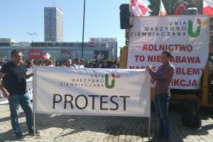 Trwa protest rolników w Warszawie [zdjęcia]