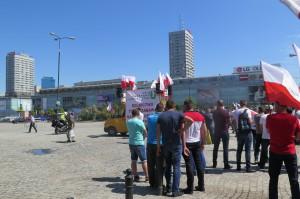 Po pikiecie na Placu Defilad, rolnicy przemaszerowali pod Kancelarię Premiera, fot. I. Dyba