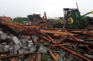 Jedno z gospodarstw zostało dosłownie zmiecione przez szalejącą trąbę powietrzną.