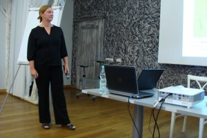 """Dr Andrea Richter z Rapool Ring GmbH przedstawia odczyt pod tytułem """"Kierunki hodowli rzepaku"""", fot ArT"""
