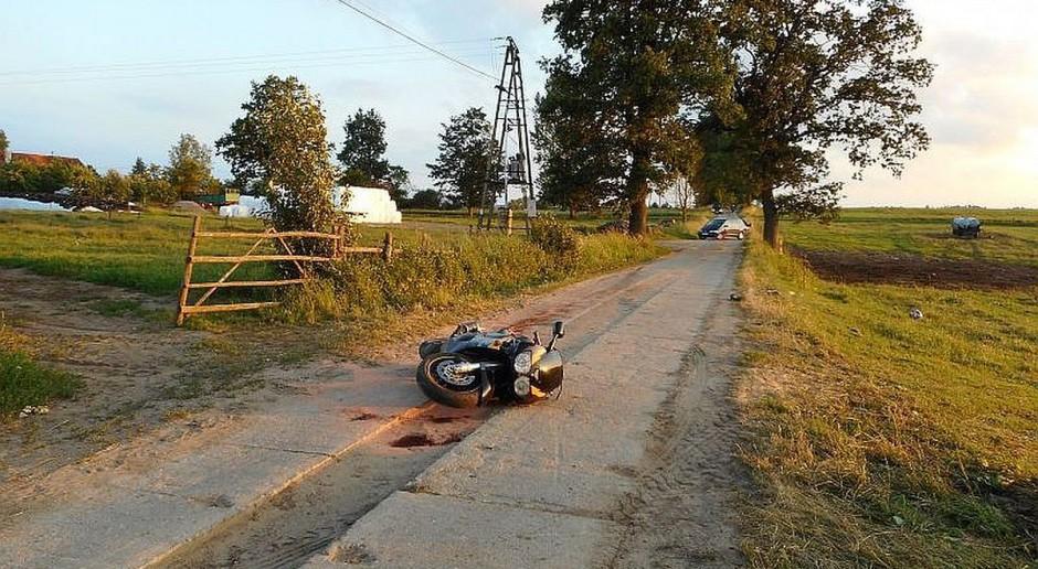 Motocyklista najechał na linę do przepędzania bydła