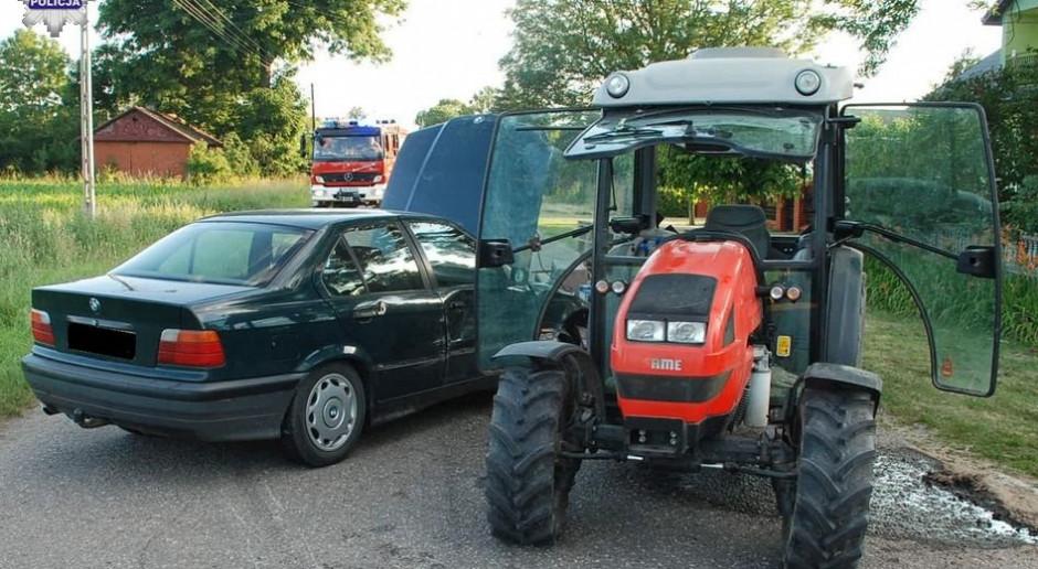 Traktor zderzył się z autem