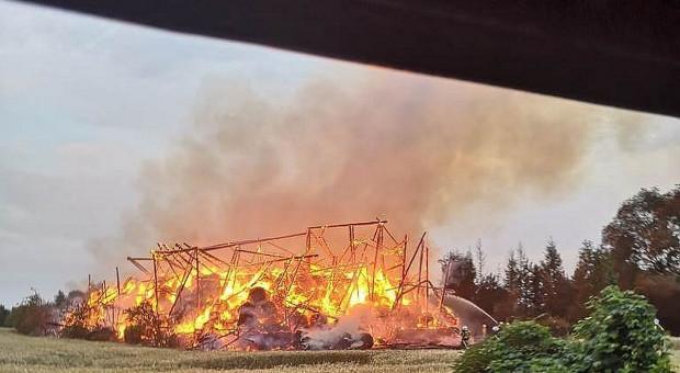 Poszły z dymem stodoła i baloty