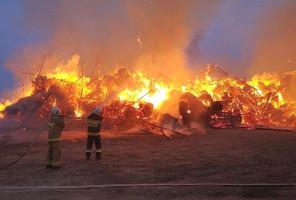 Strażacy walczyli z żywiołem przez 27 godzin