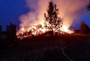 Oprócz stodoły pożar pochłonął również kilkadziesiąt drzew