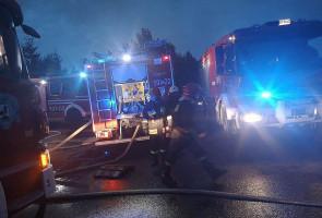 W akcji gaśniczej uczestniczyło ponad 90 strażaków