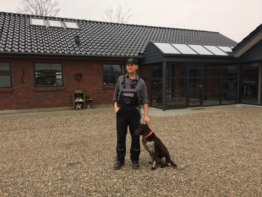 Carl Laugesen w swoim gospodarstwie; Zdjęcia udostępnione dzięki uprzejmości Carla Laugesena, firmy Europig i SPF-Danmark.