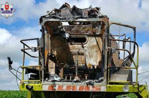 W wyniku podpalenia kombajn został doszczętnie zniszczony, zaś traktor mocno nadpalony