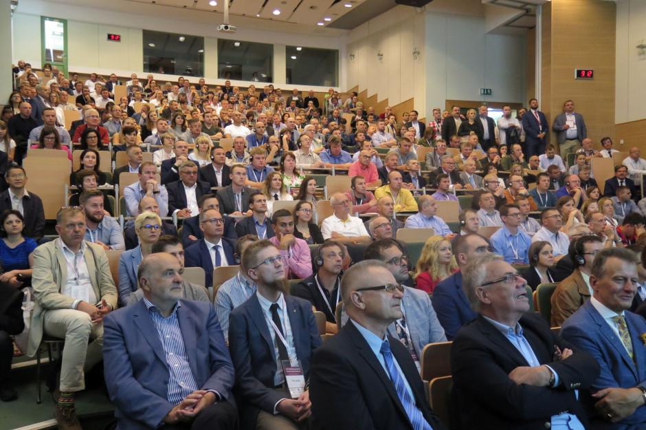 Przepełniona sala PIWet-PIB w Puławach podczas rozpoczęcia konferencji. fot. I. Dyba
