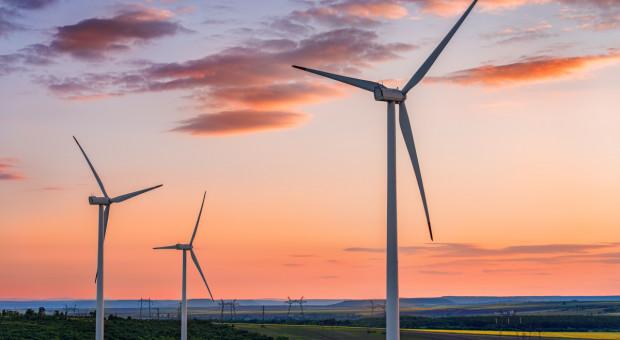 Kredyt z EBI na budowę przez PGE trzech farm wiatrowych na lądzie