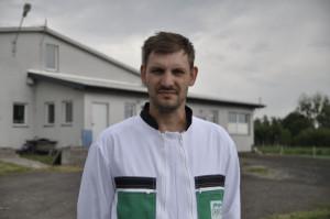 Damian Kacprzak, razem ze swoim tatą Ryszardem i bratem Piotrem prowadzi gospodarstwo z produkcją warchlaka. Najbliższym celem jest pełne zamknięcie cyklu produkcji tucznika poprzez wybudowanie chlewni. W przyszłości chcieliby też zbudować biogazownię. fot. A Królak