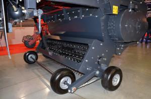 Podbieracze przyczep Schuitemaker Rapid opierają się na podwoziu tandemowym. Tego typu rozwiązanie pozytywnie wpływa na kopiowanie terenu
