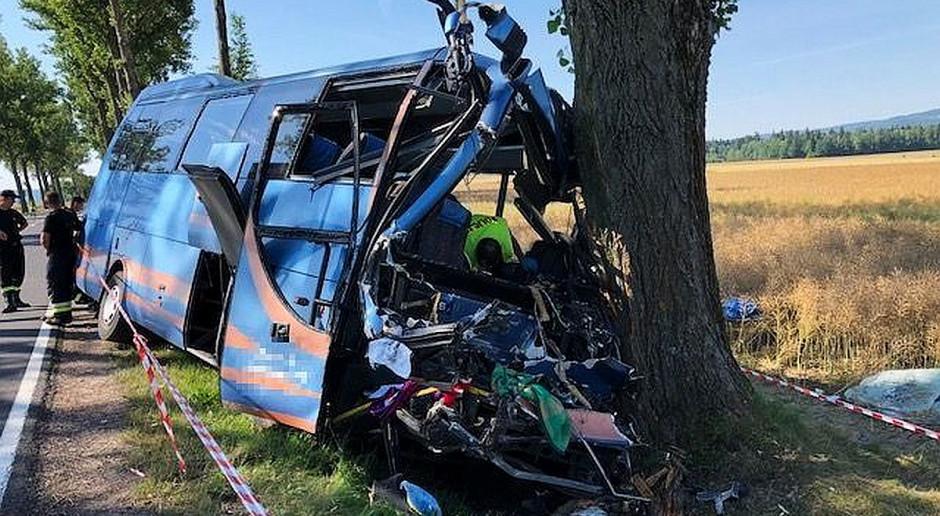 Autobus najechał na ciągnik rolniczy