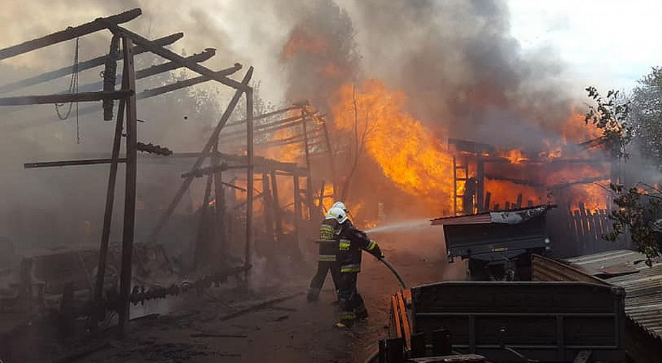 Pożar gospodarstwa - spłonął traktor i sprzęt rolniczy