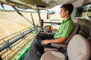 Kabina oferuje najwyższy komfort pracy i świetną widoczność na przyrząd żniwny