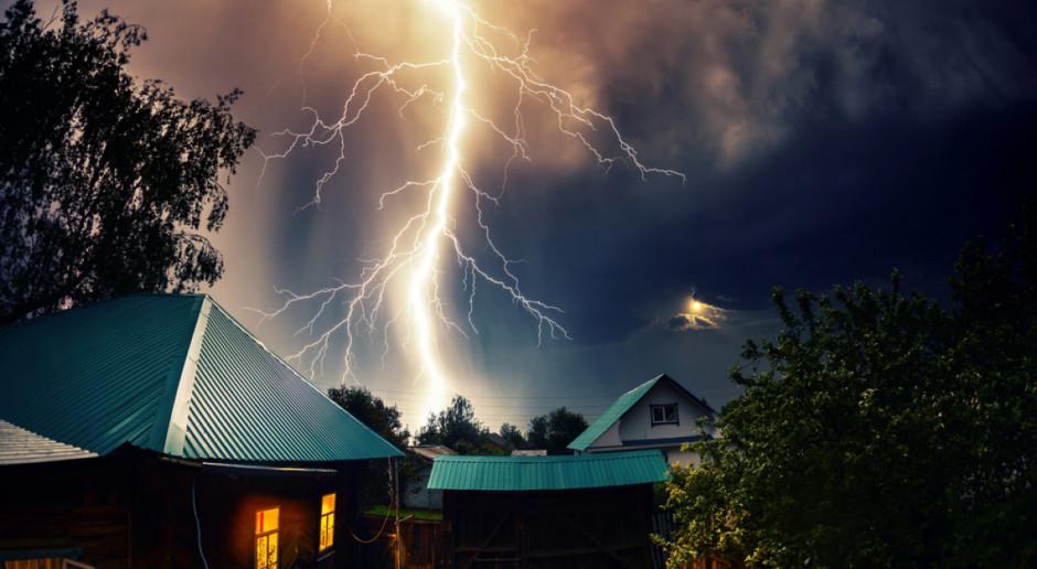 IMGW: ostrzeżenia przed burzami z gradem w 12 województwach