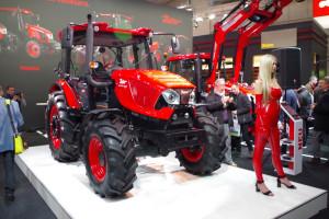 Podczas targów Agritechnica 2017 stoisko Zetora przyciągało zwiedzających nie tylko designem nowych ciągników, fot. GSz