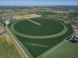 Ciekawy sposób koszenia nieregularnego pola, fot. Claas