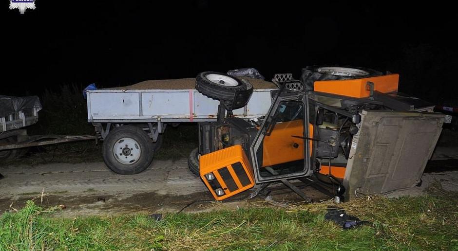 Wywrócił się ciągnik, ranny kierowca