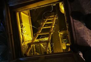 W nadziemnej części kontenera znajdował się magazyn materiałów budowlanych. Pod ukrytym w podłodze włazem mieściła się profesjonalna uprawa konopi.