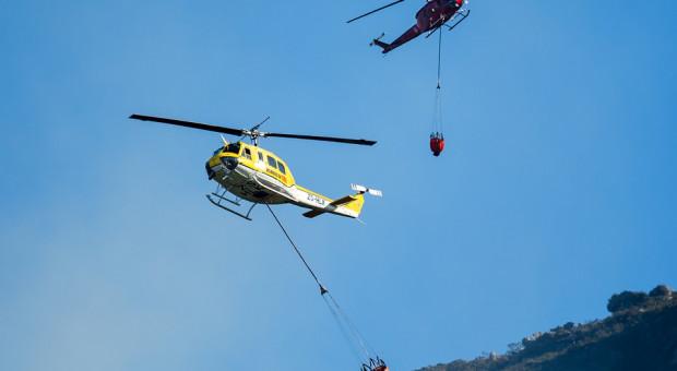 Szwajcaria: Woda dostarczana helikopterem dla bydła w Alpach