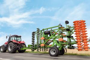 Transport po drogach odbywa się standardowo u wszystkich producentów na dwóch dużych kołach transportowych