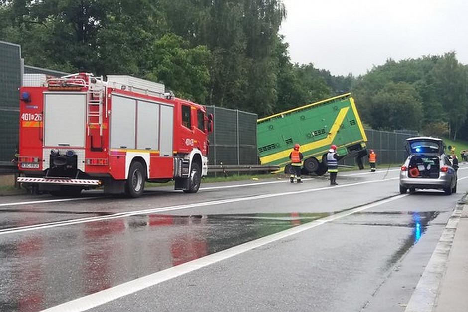 W wyniku wypadku trasa była przez wiele godzin nieprzejezdna.