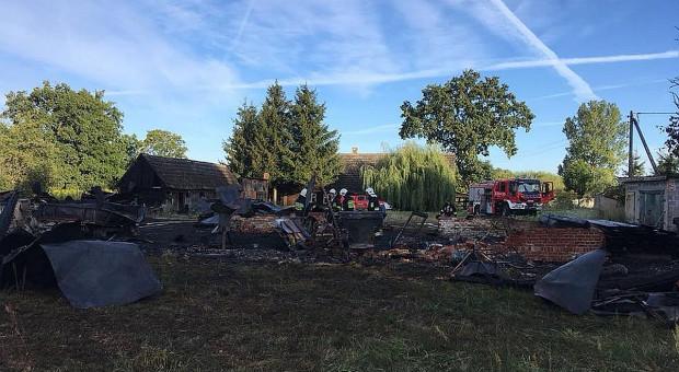 Stodoła i maszyny spłonęły w pożarze