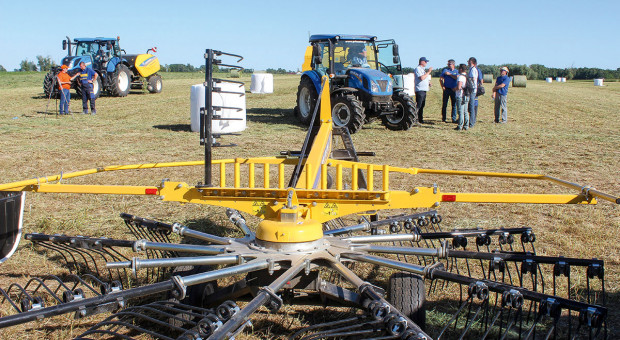 Maszyny zielonkowe w komplecie - pokaz maszyn New Hollanda