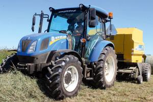 New Holland T4.75 S – 3-cylindrowy ciągnik o mocy 75 KM współpracował z prasą BR6090, fot. K. Hołownia