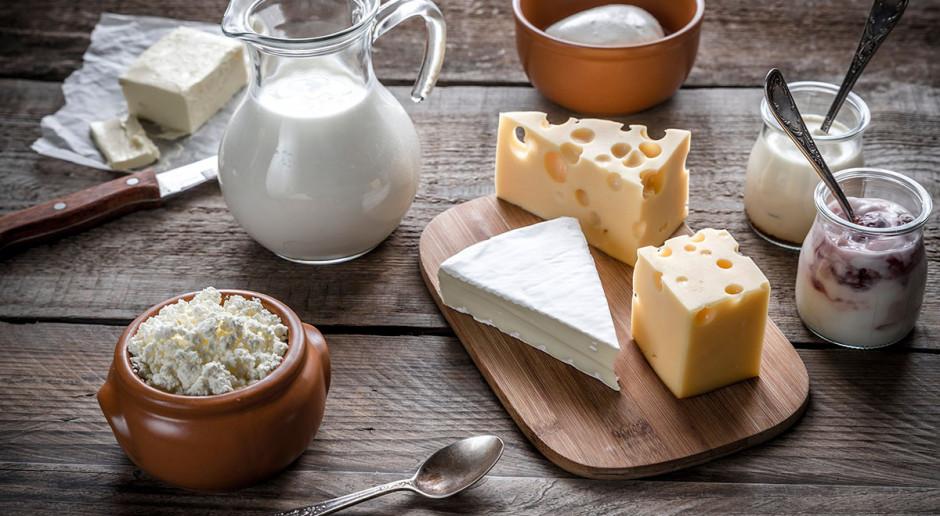 Kto zapłaci za mleko bez GMO?