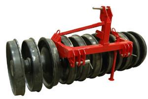 Dostępne na rynku wały dogniatające mają szerokość od 2,5 do 4 m. Ich masa sięga nawet 5 ton , fot. materiały prasowe