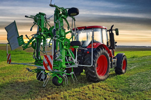 Nowy przetrząsacz Samaszu waży 1320 kg a i potrzebuje do współpracy ciągnika o mocy ok. 60 KM, fot. materiały prasowe
