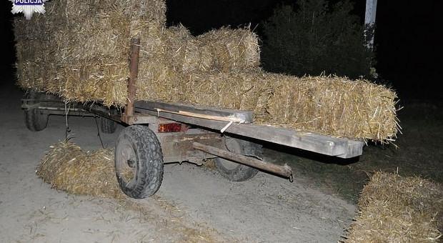 Zderzenie samochodu z przyczepą ciągnika