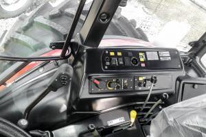 Chociaż komfort w ciągnikach Belarus odbiega od komfortu maszyn zachodniej konkurencji m.in. ze względu słabszą ergonomię i gorsze wykonanie, to ciągniki są wyposażone w takie elementy, jak klimatyzacja czy elektroniczne sterowanie TUZ-em