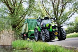 Agrotron 6215 jest najmocniejszym przedstawicielem serii 6 ciągników marki Deutz-Fahr. Traktor jest standardowo wyposażony w przekładnię powershift 30/15