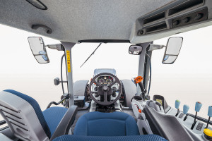 Liczba przełączników w kabinie nie przytłacza i wystarcza do sprawnej obsługi maszyny