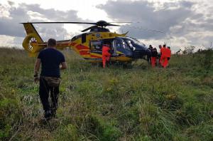 Poszkodowanego rolnika zabrał do szpitala helikopter LPR.