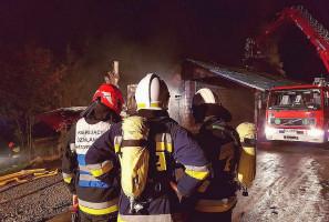 Z żywiołem walczyło ponad 50 strażaków.