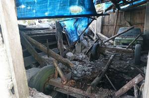 W stodole był garażowany samochód i sprzęt rolniczy