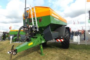 Firma Amazone na targach Agro Show 2018 po raz pierwszy w naszym kraju zaprezentowała swój najnowszy przyczepiany rozsiewacz ZG-TS 10001 ProfisPro; fot. KW