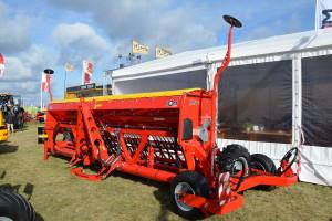 Siewnik Jota P o szerokości 6 metrów jest maszyną przeznaczoną głównie na rynki wschodnie