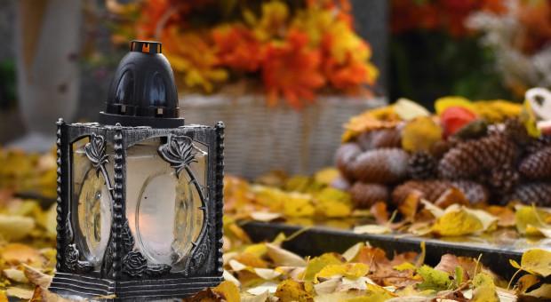 Premier: decyzja ws. ewentualnych ograniczeń dotyczących cmentarzy w dniu 1 listopada - w przyszłym tygodniu