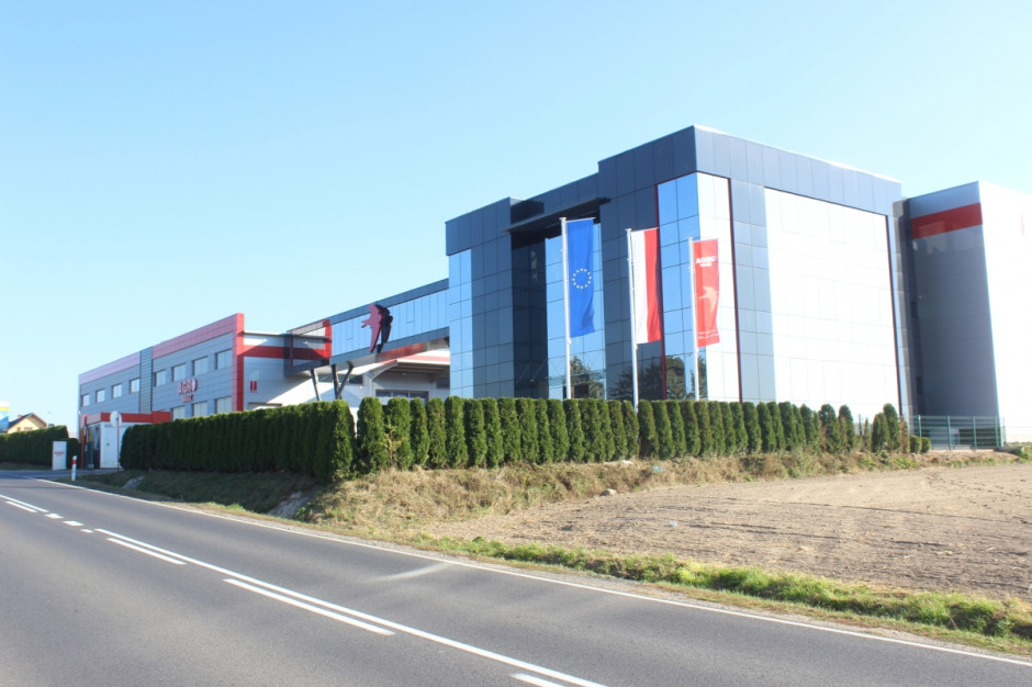 Agro Masz - nowoczesne budynki fabryki w Strzelcach Małych k. Radomska, fot.kh