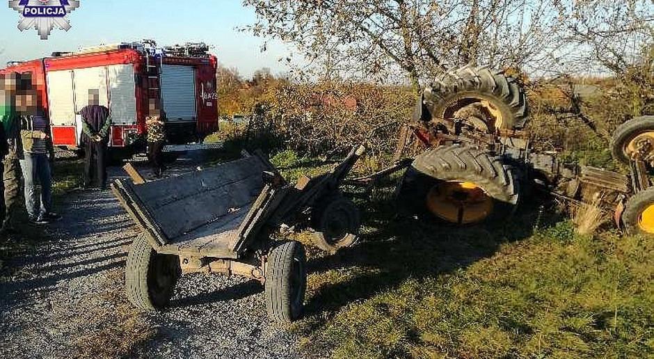 Dwóch pijanych i traktor do góry kołami