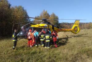 Do szpitala przetransportował rolnika śmigłowiec ratunkowy