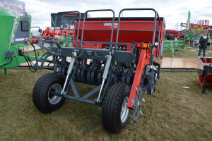 Półzawieszany siewnik może współpracować z ciągnikiem o mocy już od 45 KM